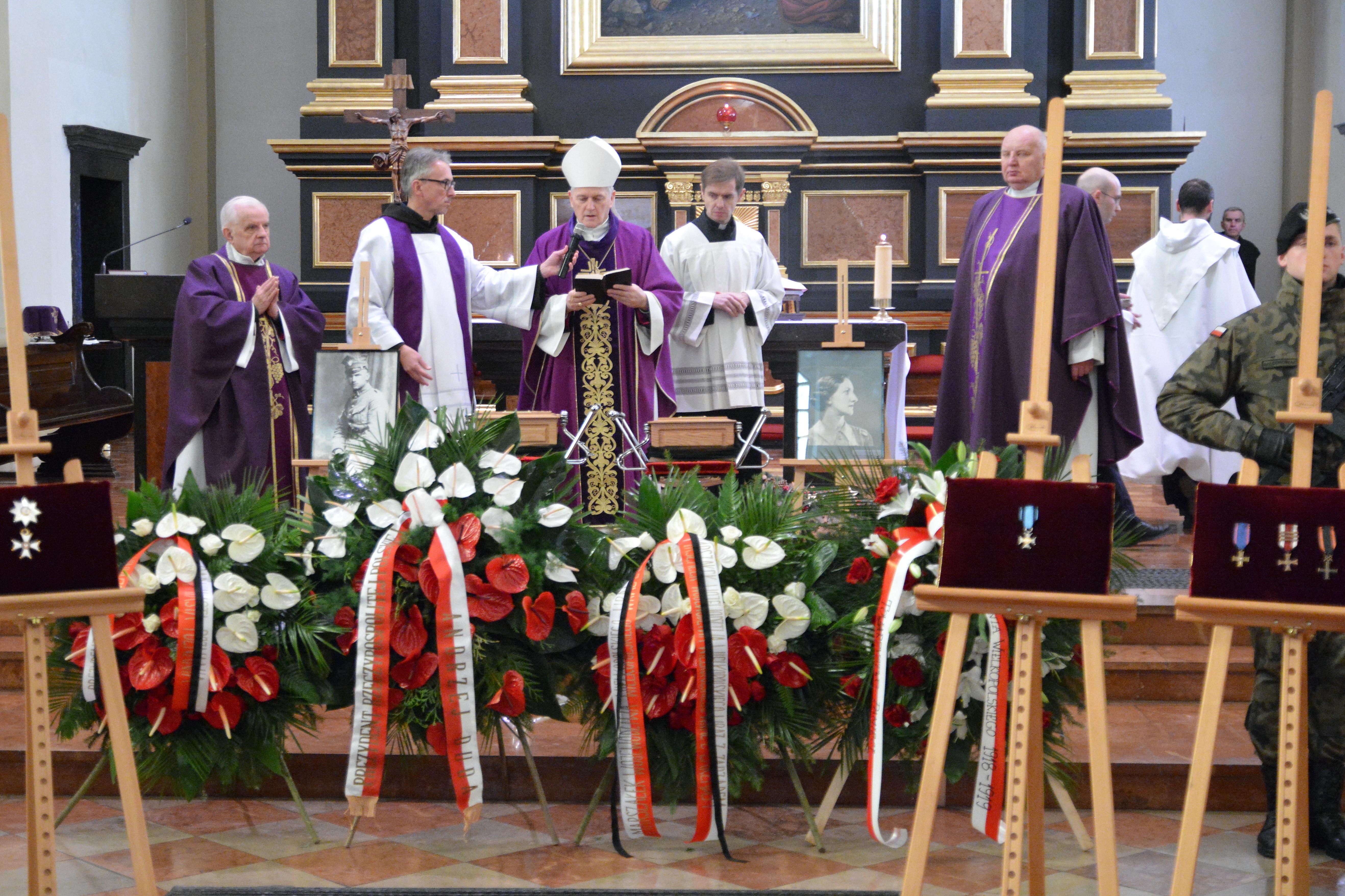 Ceremonia pochówku prochów płk. Wincentego Wierzejewskiego i jego żony Winifred Mary Wierzejewskiej